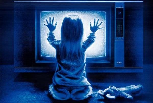 Copil in fata televizorului - Poltergeist